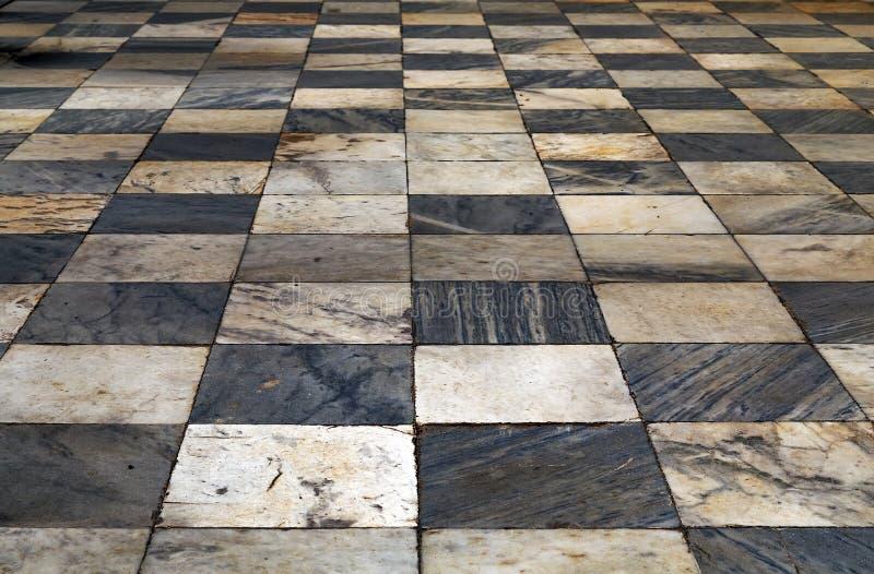 Zwart-witte geruite de vloer grunge tegels ma van de Perspectiefmening stock fotografie