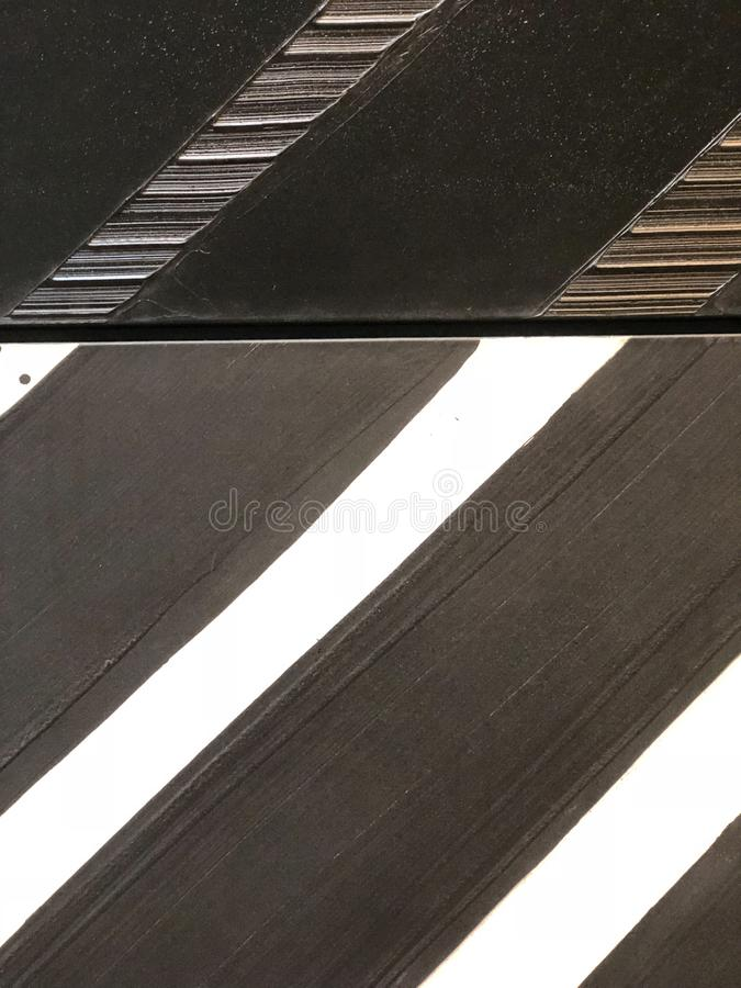 Zwart-witte gestreepte diagonale textuur Achtergrond textuur royalty-vrije stock foto's