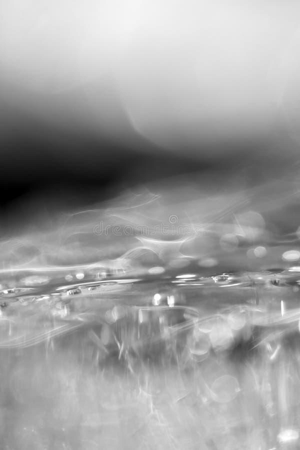 Zwart-witte macrofotografie van ijzig water stock foto