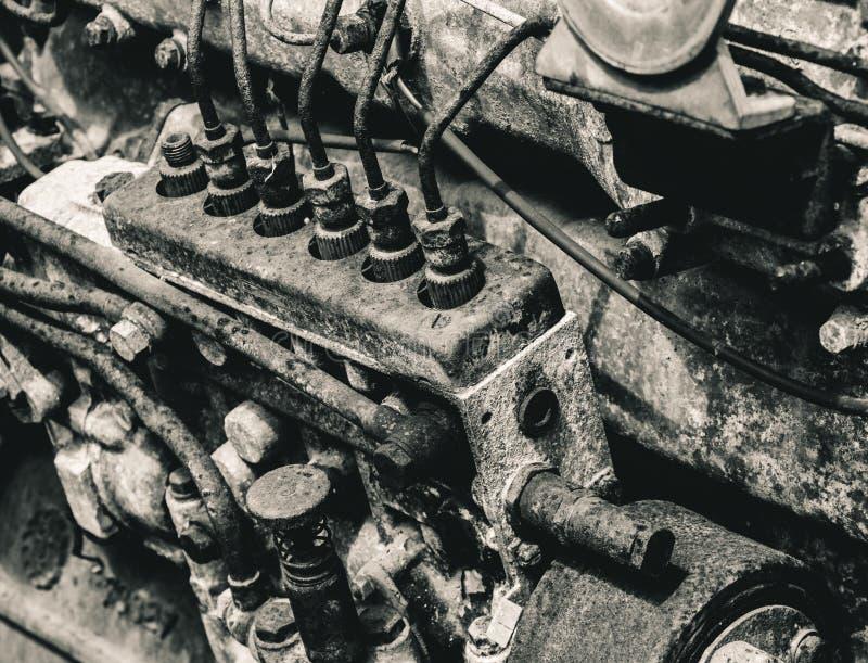 Zwart-witte oud & grunge motor van een auto royalty-vrije stock foto's