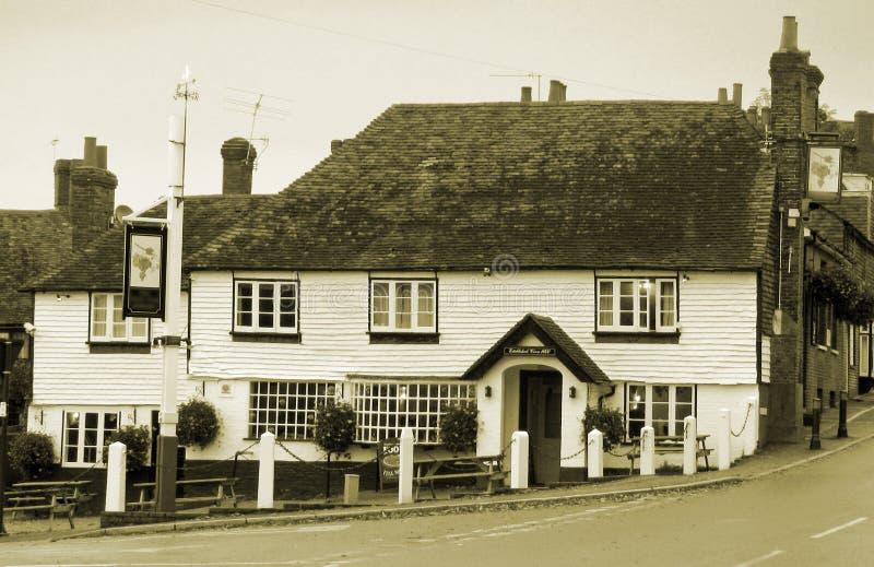 Zwart-witte oude Engelse Kent landbar stock foto