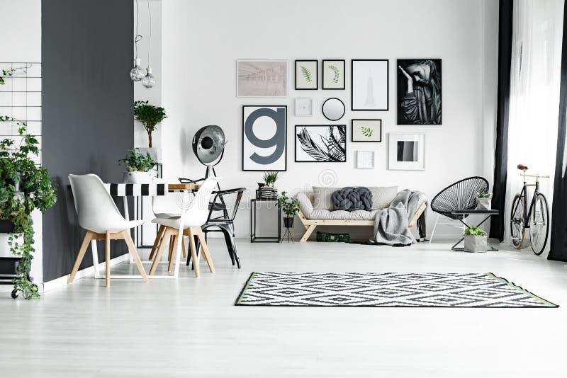 Zwart-witte ruimte royalty-vrije stock foto's