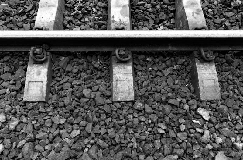 Zwart-witte spoorwegsporen stock foto's