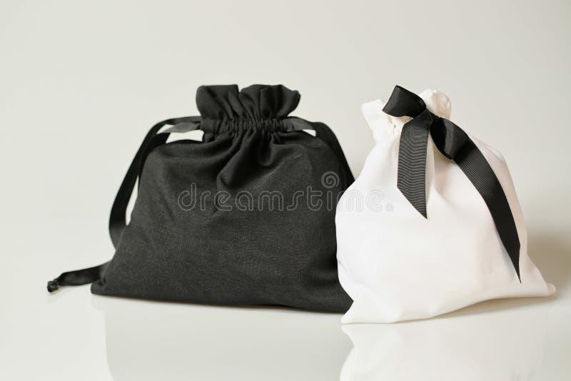 Zwart-witte stoffenzak royalty-vrije stock afbeelding