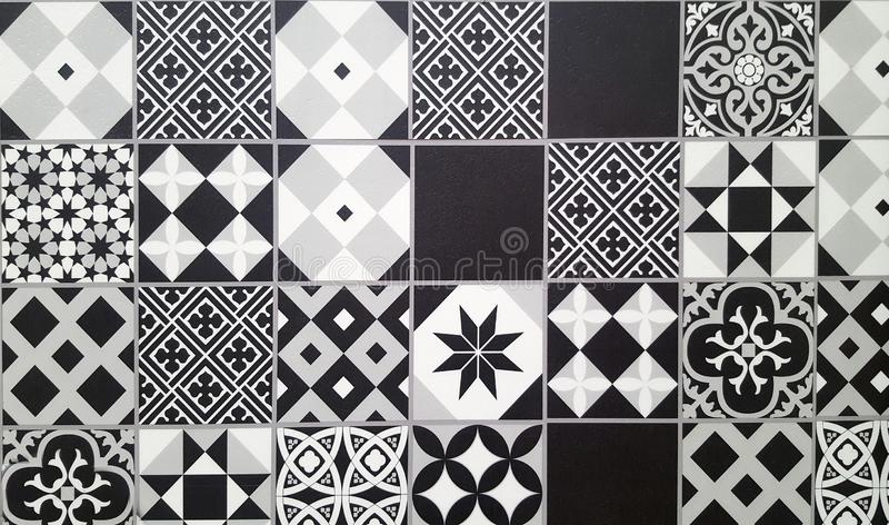 Zwart-witte traditionele ceramische vloertegel royalty-vrije stock foto