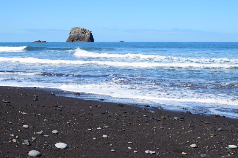 Zwart zandstrand in Madera stock foto's