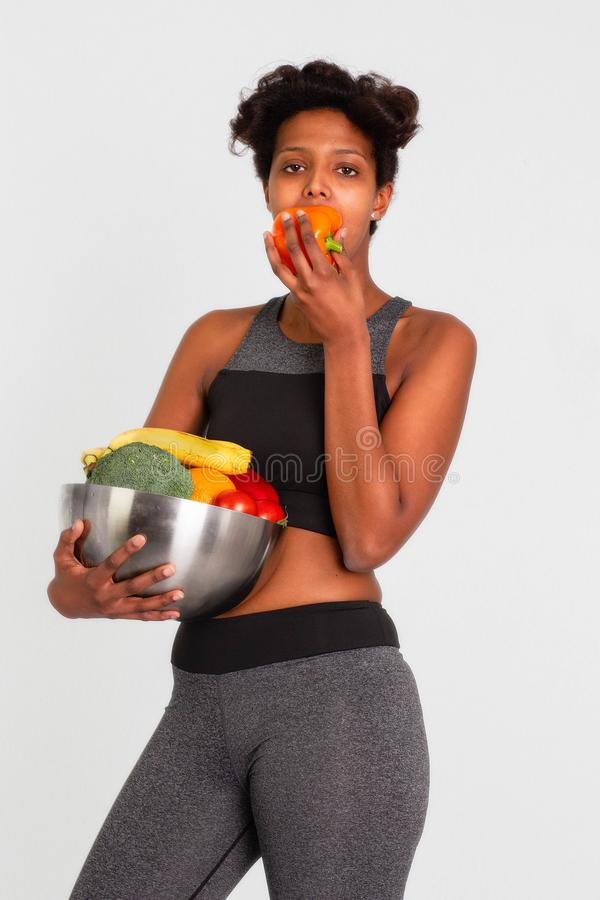 Zwarte aantrekkelijke geschiktheidsvrouw, opgeleid vrouwelijk lichaam, Mooie Sportieve de Voorraadbeelden van Vrouwenleggins royalty-vrije stock fotografie