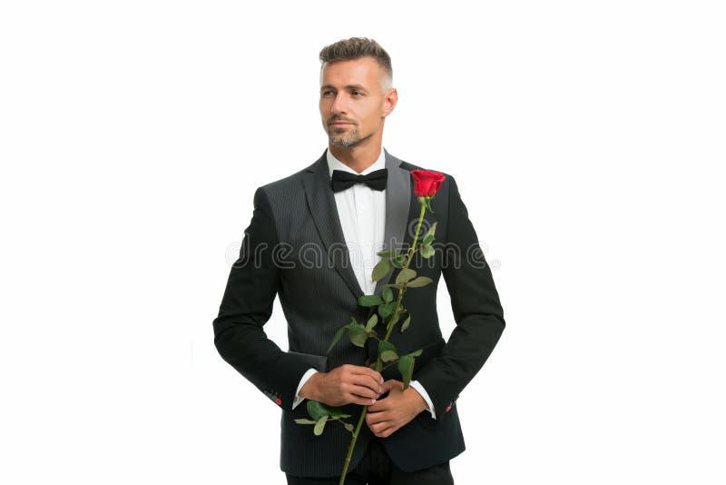 Zwarte bindjurk-code voor avondevenementen tuxedo man met rozenbloem vrolijke valentijnsdag speciale gelegenheid mannetje stock fotografie
