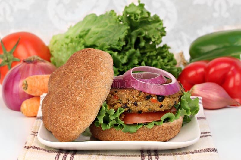 Zwarte boon vegetarische hamburger stock foto