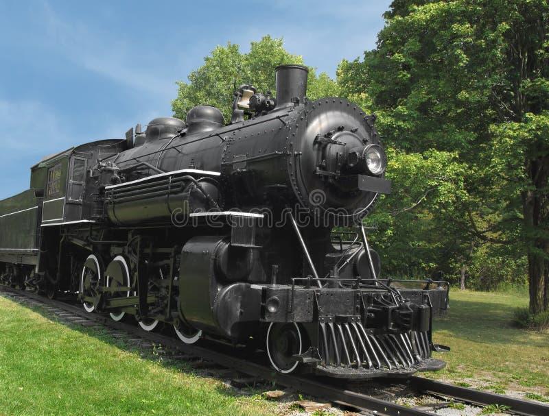 Zwarte de spoorweglocomotief van de stoommotor stock foto's