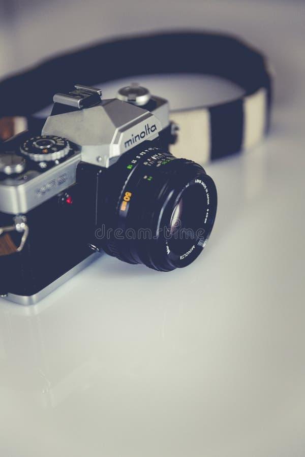 Zwarte en Gray Minolta Dslr Camera royalty-vrije stock fotografie