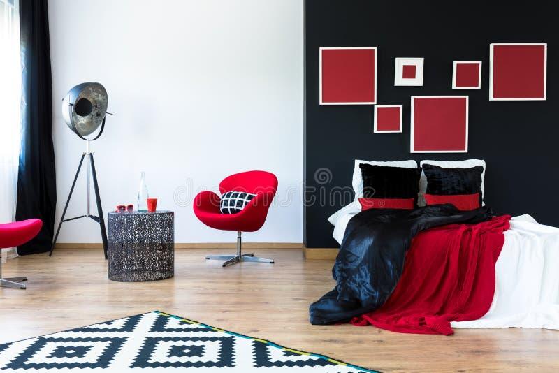 Slaapkamer Rood Zwart : Zwarte en rode slaapkamer stock afbeelding afbeelding bestaande