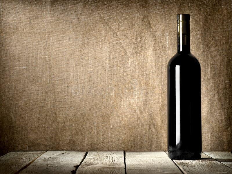 Zwarte fles wijn royalty-vrije stock afbeelding