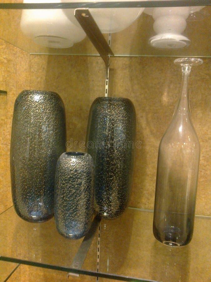 Zwarte granietvaas en fles royalty-vrije stock fotografie