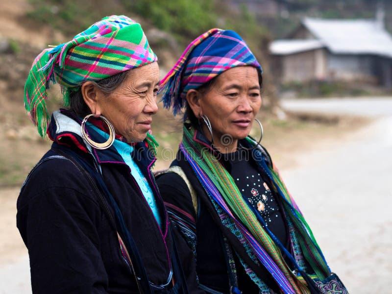 Zwarte Hmong-Vrouwen die Traditionele Kledij, Sapa, Vietnam dragen royalty-vrije stock afbeelding