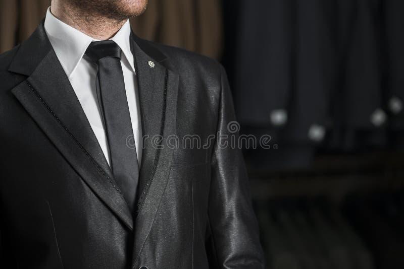 Zwarte Huwelijkskostuum en Band stock fotografie
