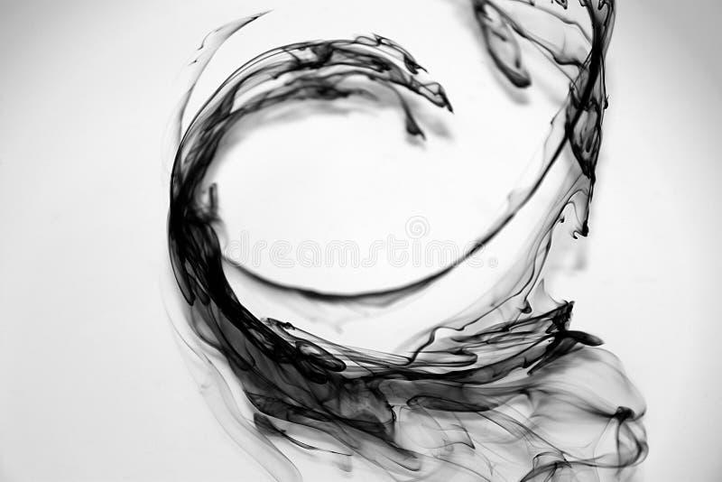 Zwarte inktdalingen stock foto