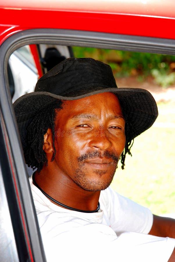 Zwarte kerel in auto royalty-vrije stock afbeelding