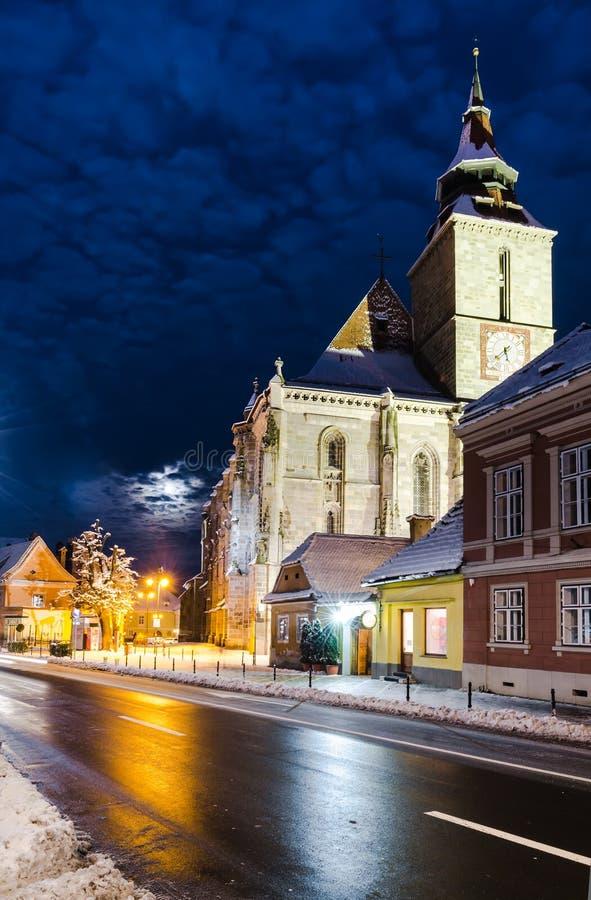 Zwarte Kerk in Brasov, de wintertijd, Roemenië stock foto