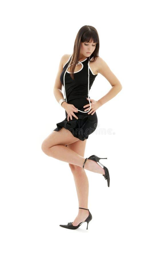Zwarte kledingsbrunette op hoge hielen royalty-vrije stock foto