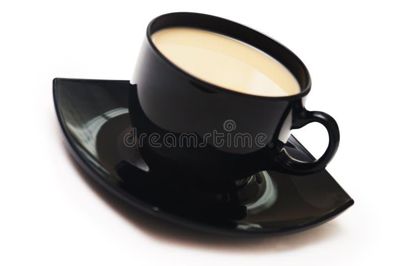 Zwarte koffiekop die op wit wordt geïsoleerds stock fotografie