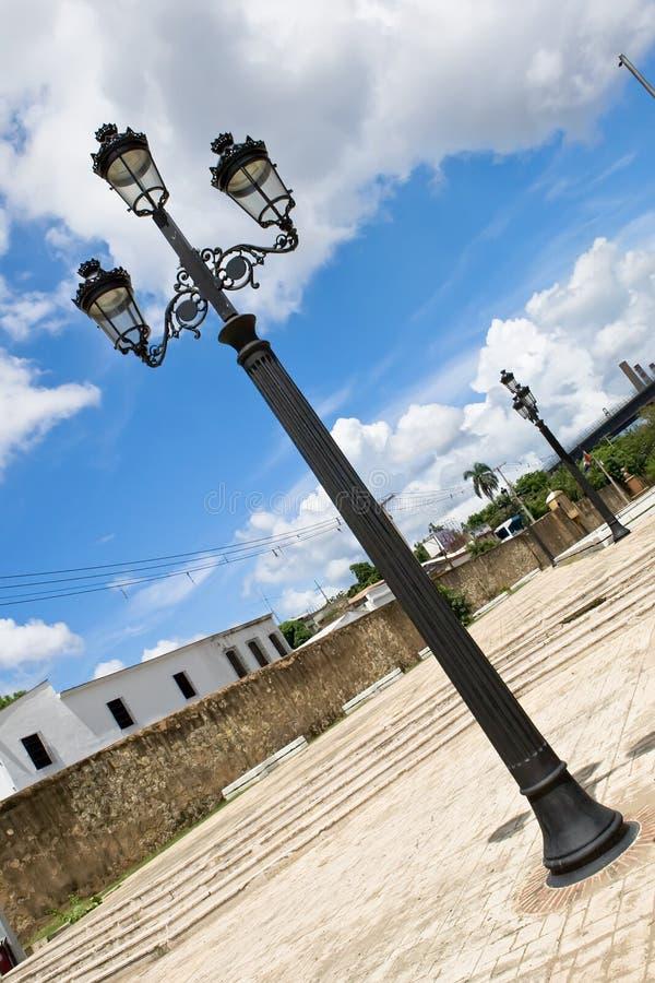 Zwarte lantaarn met drie lampen royalty-vrije stock foto