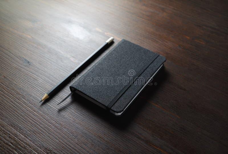 Zwarte laptop, potlood royalty-vrije stock foto's