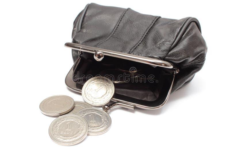 Zwarte leerbeurs met zilveren muntstukken. Witte achtergrond royalty-vrije stock afbeelding