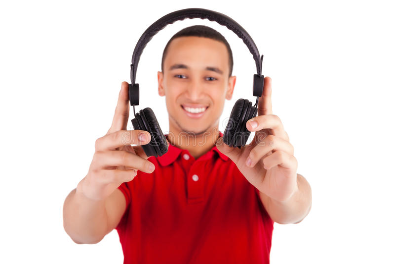 Zwarte mens die pret hebben die aan muziek luisteren stock afbeeldingen