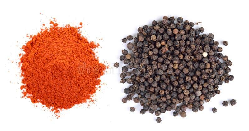 Zwarte peperzaden en Gepoederde droge Spaanse peper stock foto's