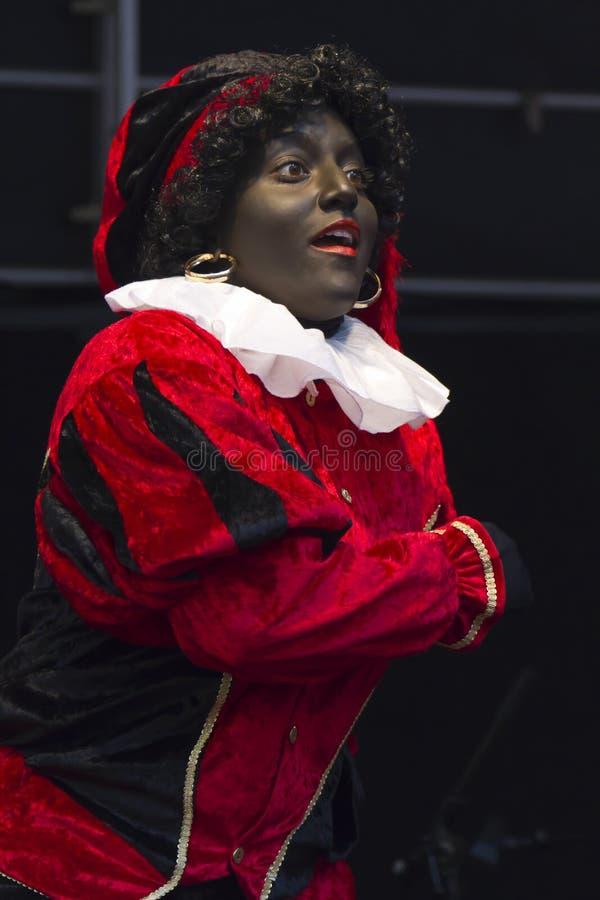 Zwarte Piet underhållande barn fotografering för bildbyråer