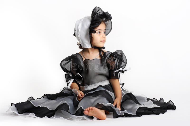Zwarte prinseskleding en bonnet royalty-vrije stock fotografie