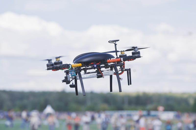 Zwarte quadrocopter royalty-vrije stock afbeeldingen
