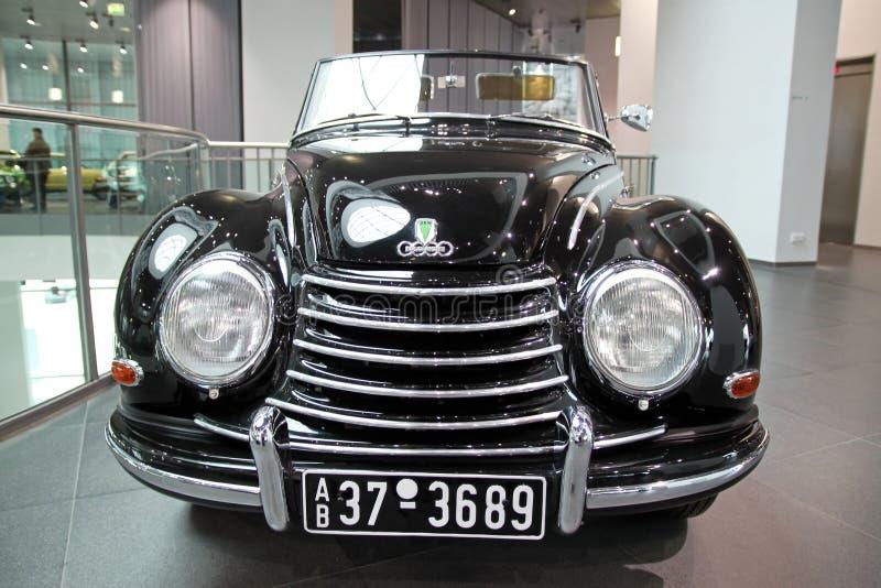 Zwarte retro Audi-auto stock afbeeldingen
