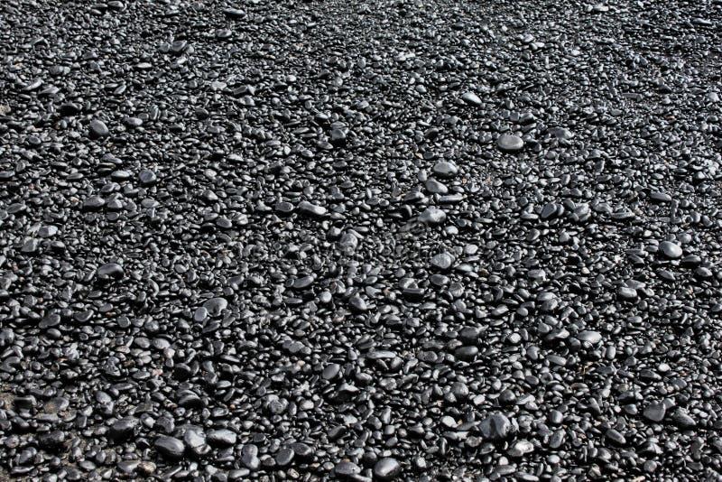 Zwarte Rotsen op het Strand royalty-vrije stock fotografie