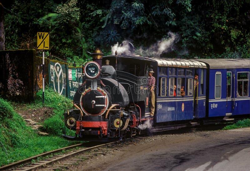 Zwarte stoom aangedreven Darjeeling Toy Train stock foto's