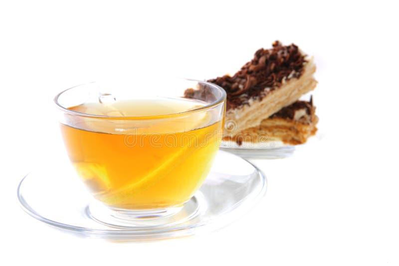 Zwarte thee en citroencake royalty-vrije stock afbeelding