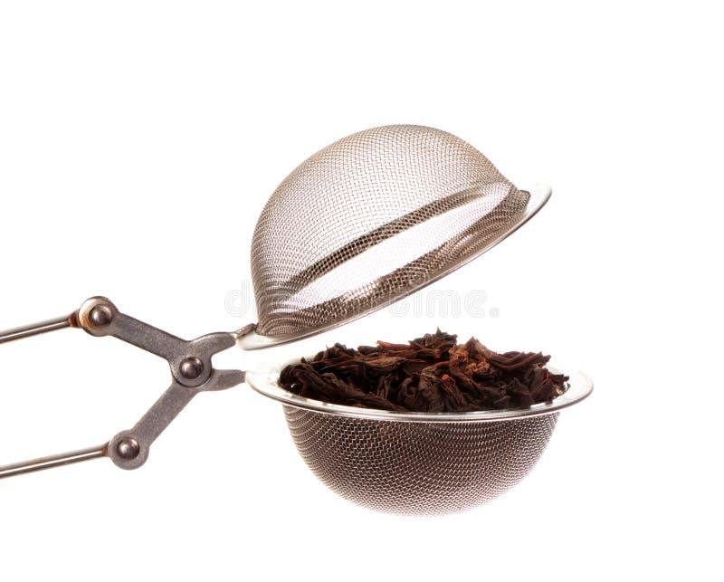 Zwarte thee in zeef stock foto's