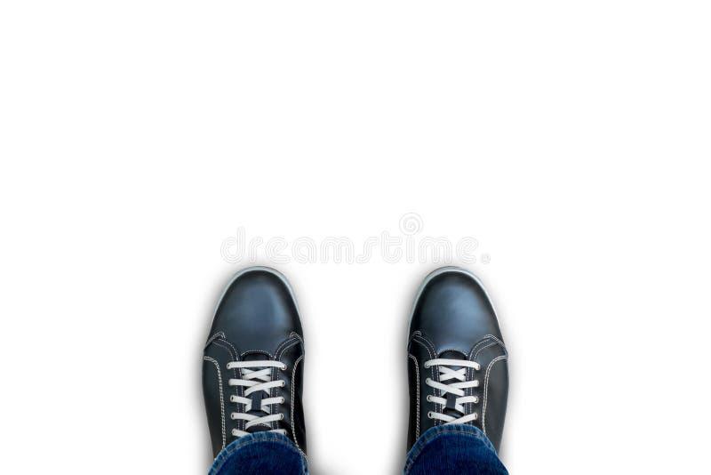 Zwarte toevallige schoenen die zich op de witte achtergrond bevinden royalty-vrije stock afbeelding