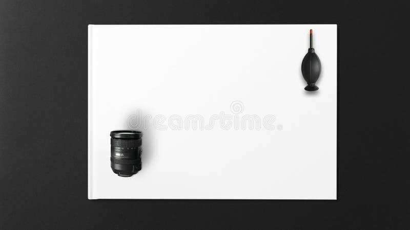 Zwarte ventilator voor het schoonmaken van de cameralens met witte achtergrond royalty-vrije stock afbeelding