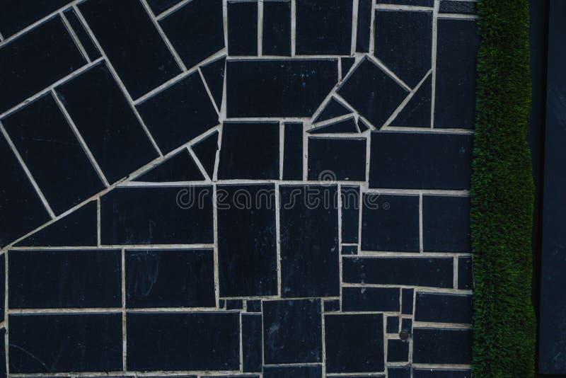 zwarte vierkantenachtergrond met texturen en witte strepen royalty-vrije stock afbeelding