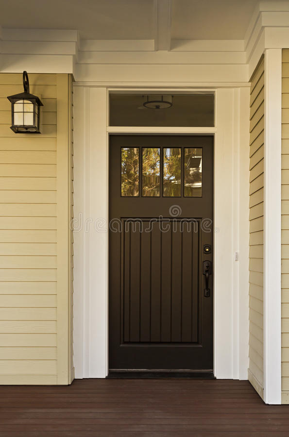 Zwarte voordeur van een huis royalty-vrije stock afbeelding