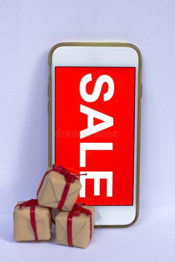 Zwarte vrijdag en verkoopinschrijving op het smartphonescherm royalty-vrije stock foto