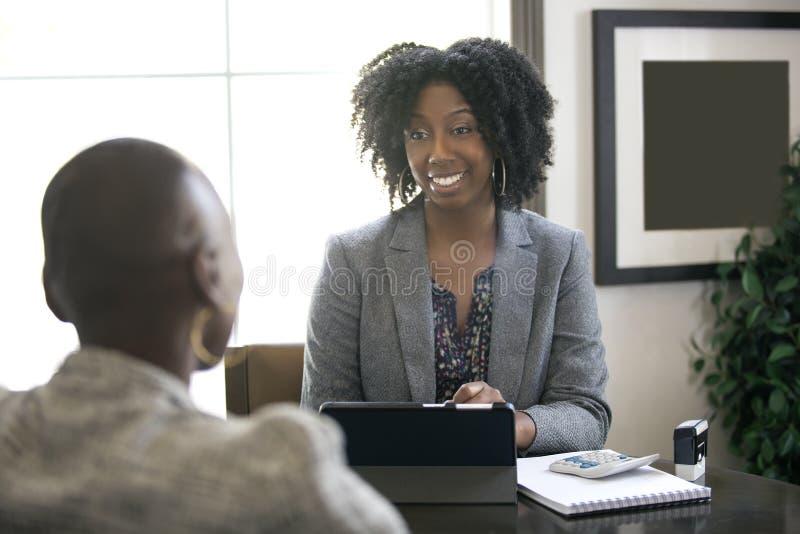 Zwarte Vrouwelijke Onderneemster of CPA Accountant stock afbeelding