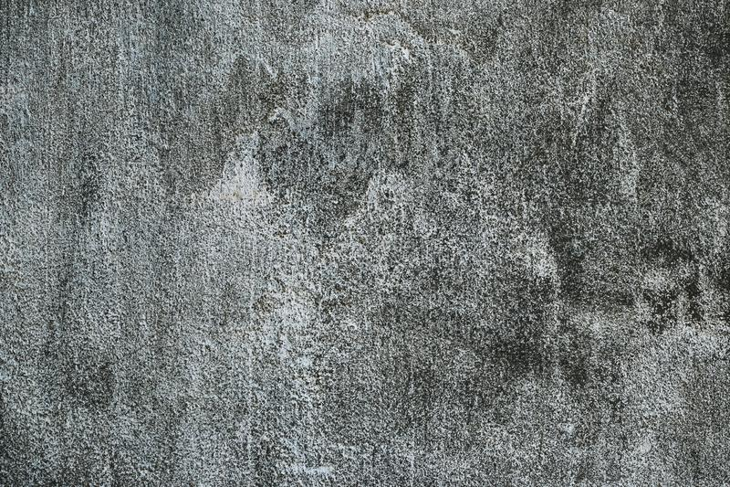 Zwarte vuile concrete muur Sjofele ruwe oppervlakte Oude cementtextuur, abstracte grungeachtergrond Donkergrijze steenmuur stock foto's