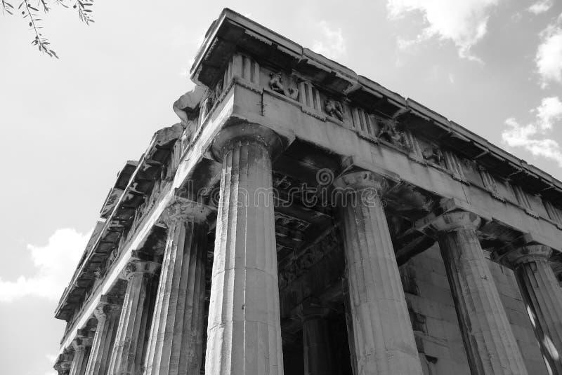 Zwarte & Witte Griekse Kolommen stock foto