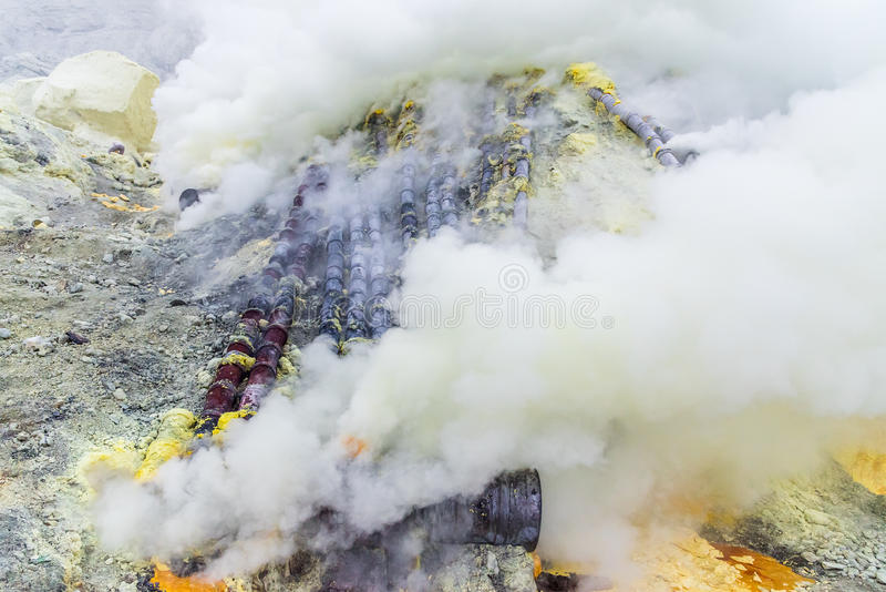 Zwavelmijn binnen krater van Ijen-vulkaan, Oost-Java, Indonesië royalty-vrije stock foto's