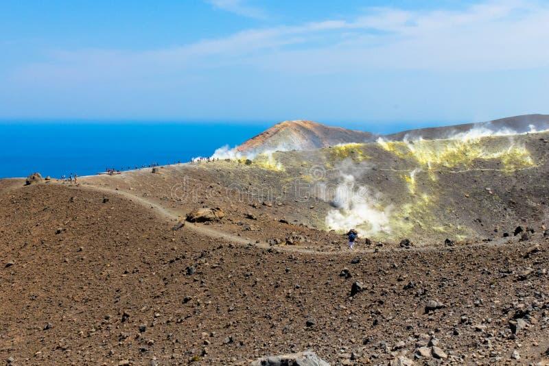 Zwavelstoom op krater royalty-vrije stock foto's