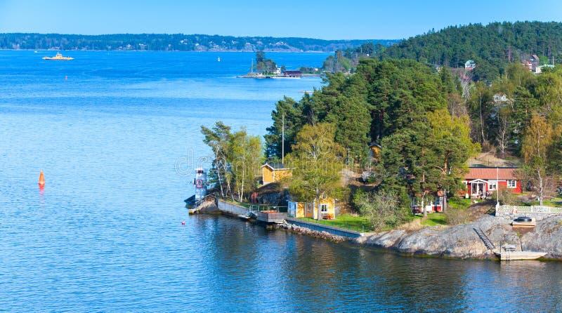 Zweeds landelijk landschap, klein dorp stock afbeelding