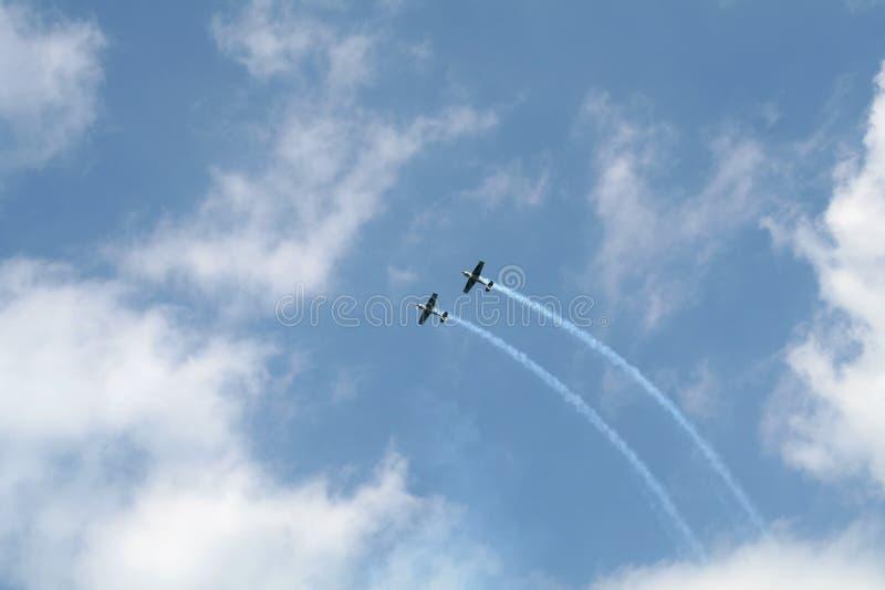 Zwei akrobatische Flugzeuge stockfoto
